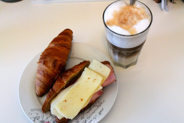 My french lunch today and if you think that the latte has an image of a kangaroo - thats exactly what I was going for...